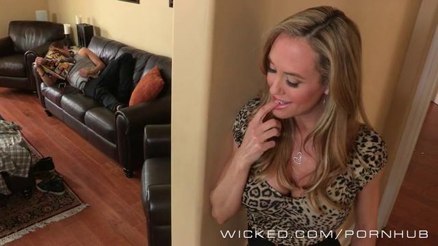 Две сучки набросились на, жена сосет у соседа хуй порно онлайн